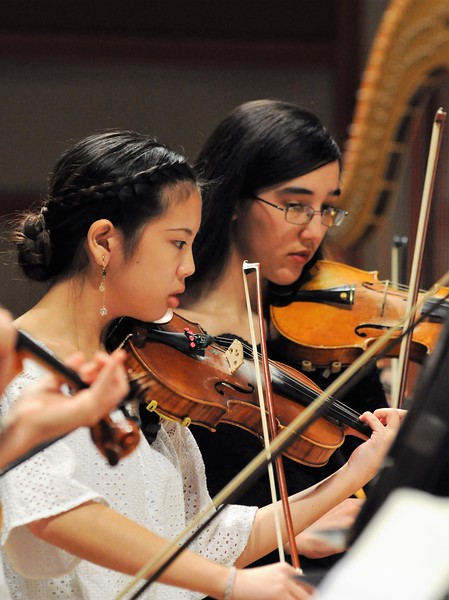 Photo of two violinists during symphony conert